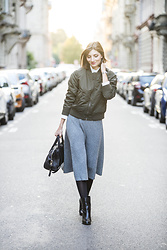 Elle de Strasbourg - Uniqlo Khaki Bomber, Uniqlo Wool Midi Skirt, Furla Black Leather Bag - Khaki bomber