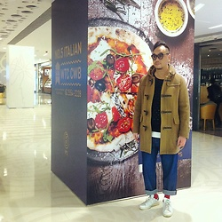 Mannix Lo - Uniqlo Duffle Coat, Bershka Loose Fit Denim Jeans, Adidas Stan Smith Sneakers - Paddington Bear look