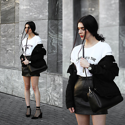 CLAUDIA Holynights - Jesus Gets The Girl Tee, Chic Wish Skirt, Minimalist Jewellery Bracelet, Daniel Wellington Watch, Vipme Bag, 4th & Reckless Shoes, Levi's® Denim Fur Lining Jacket - Fishnet socks and block heels