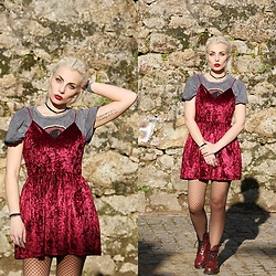 Cátia Gonçalves - Pull & Bear Jurassic Park T Shirt, Dr. Martens Docs, Sammydress Burgundy Velvet Dress - You'll be a lover in my bed And a gun to my head