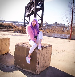 Alyssa Claire - Esqape Sunnies, Yru Shoes Hologram, Express White Jeans, Hiddencult Pink Fluffy Coat - Brooklyn baby