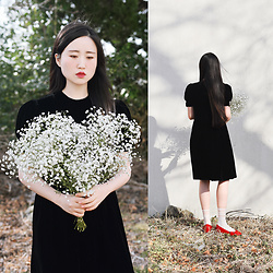 Autumn Kim - Vintage Pitch Darkness Velvet Dress, Phila Petra Red Enamel Flat Shoes, Love Gypsophila - Gypsophila