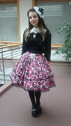 Tsukiko - Rabbitheart Lolita Skirt With Roses, Bodyline White Blouse - Beautiful day in Olomouc