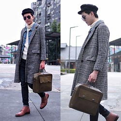 Linus Hung - Margot Bag, Tastemaker 達新美 Coat, Tastemaker 達新美 Demin Vest, Uniqlo Sweater - Coat up