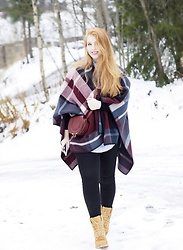 Ida - Holzweiler Poncho, Timberland Boots, Chloé Bag - Red poncho