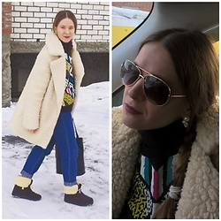 Alla Dolzhenko - H&M Sweater With Ethos Print, Glamorous Teddy Bear Coat, Pull&Bear Mama Jeans, Hand Made Russian Uggs, Aviator Frames, Jewelry, Bag - Hanging out ??