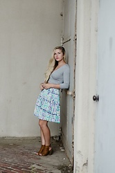 Chesney Vaughn - Forever 21 Grey Wrapped Crop, Pastel Floral Skirt, Brown Suede Booties - Dear Prudence