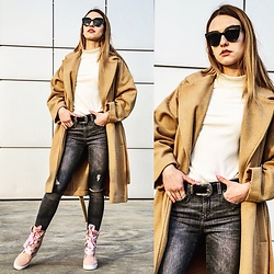 Alicja Sart - Margoshoes Sneakers, Dior Homme Sunglasses, Stradivarius Coat, Zara Jeans - Spring is coming