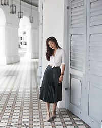 Amanda Olivia L. - Zara Pleats Skirt, Uniqlo White Shirt - Prep Nouveau
