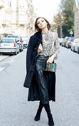 Elle de Strasbourg - & Other Stories Black Leather Midi Skirt, & Other Stories Over The Knee Black Suede Leather Boots - 70's inspiration street style