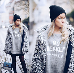 Joicy Muniz - Forever 21 Hoodie, Weekday Sweater, Tommy Hilfiger Bag - No Heaven!