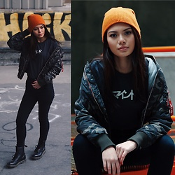 Gabrielle Tan - Dr. Martens, Urbanoutfitters, Mind Apparel Co., Bershka, Burton - Orange & Camo