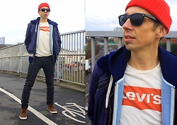 Trzy Hoo - Levi's® Orange Tab Housemark Tee, Levi's® 510 Graphite Black, Levi's® Original Zip Up Hoodie, Diesel Vintage Jacket, Levi's® Sneaker Boots, Levi's® Ribbed Beanie, Vintage Sunglasses - Springing Orange