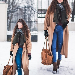 Gabriela Grębska - Pull & Bear Jeans, Coat, Sweater, Zara Bag, Zara Boots - Winter outfit