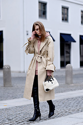 Swantje Sömmer | OffwhiteSwan - H&M Sweater, Longchamp Bag - Trenchcoat, Pink Hoodie & Stilettos