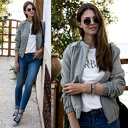 Jacky - Ray Ban Sunglasses, Converse Chucks - Casual in Morocco
