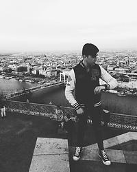 Scolex Alecs - Converse Sneakers, Pull&Bear Collegejacket, Zara Skinny - Time flies in Budapest