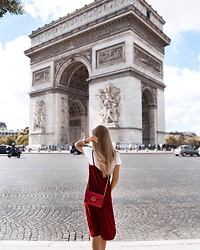 Silver Girl - Gucci Red Shoulder Bag, Zara Red Velvet Dress, River Island Golden Tiara, Lucky Brand Golden Bracelet, Pretty Little Thing White T Shirt - ARC DE TRIOMPHE