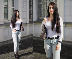 Justyna Lis - Mohito Ripped Jeans, H&M White Top, Zara Leather Belt, H&M Leather Boots - Overexposures - ripped jeans&white top