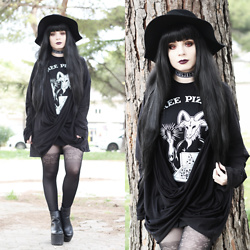 Federica D - Romwe Black Hat, Black Sanctuary Free Pizza Printed Tee - Free pizza