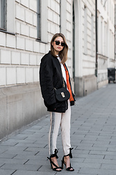 Swantje Sömmer | OffwhiteSwan - Chloé Bag, All Items On My Blog - Oversized Bomberjacket, Joggers & Velvet Heels
