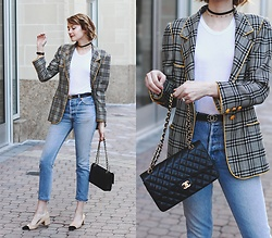 "E Maille - Urban Outfitters Choker, Vintage Blazer, Reformation T Shirt, Gucci Belt, Re/Done Jeans, Chanel Bag, Zara Heels - The perfect ""mom jeans"""