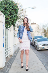 Andrea Funk / andysparkles.de - Topshop Ballerinas - White Lace Dress and Denim Jacket