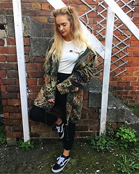 Amy Hallimond - Russell Athletic Tee, Urban Outfitters Coat, Prettylittlething Trousers, Vans Trainers - Casual ???