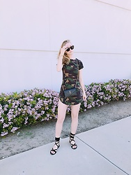 Katie Van Daalen Wetters - Céline Taylor Sunglasses, Fashion Nova Army Dress, Saint Laurent Envelope Wallet On Chain, Public Desire Velvet Sandals - Sundays