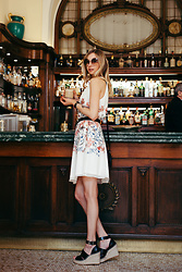 Dana Lohmüller - Chloe Sunnies, C&A Flower Dress, Zara Wedges - Café Gilli | Florence