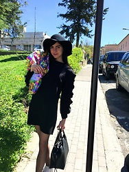 Dina Liberatore - Easychic Pescara Black Dress, Bershka Pamela Hat, Stradivarious Black Bag, Easter Egg - Happy easter ??