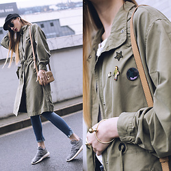 Lolita Sharun - Lee Olive Parka, Adidas Yeezy Boost, H&M Black Cap - Rainy mood at SFW Day 1