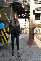 Andrea Funk / andysparkles.de - Zara Jeans, Zara Leather Jacket - All Black - Leather Jacket and Skinny Jeans
