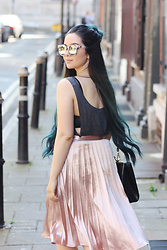 Jen Lou M - Zerouv Sunglasses, Missguided Metallic Skirt - Thinking Pink