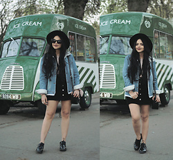 Clara Campelo - Jacket, Hat, Bag, Shoes - Iscream