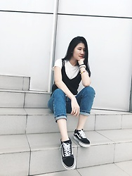 Beatrix Rhea - Bershka Cigarette Jeans, Vans Old Skool Sneakers - Light Layers
