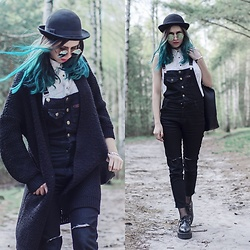 Ola Brzeska - Romwe Denim Overalls, Bershka White Blouse, Brytyjka.Pl Shopper Bag, Altercore Leather Creepers, Zaful Cardigan, Terranova Hat, Cndirect Mirror Sunglasses, Tosave Fishnet Tights - Spring