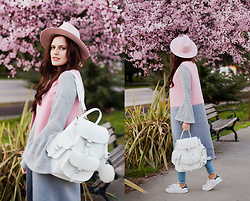Viktoriya Sener - Grafea Backpack, Shei Vest - UNDER PINK TREE