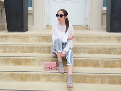 Petite Paulina -  - Travel Outfit