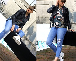 Agata Nika - Levi's® Levis 501 Skinny, Sin:Say Camouflage Tshirt, Adidas Wedges, Zara Leather Jacket, Levi's® Levis Patches - Gloomy afternoon