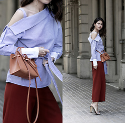 Adriana Gastélum - Shein Asymmetric Shirt, Mansur Gavriel Mini Mini Sun Bag, H&M Circle Earrings, Guess Sandal Mules - Breathable