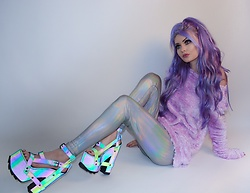 Alyssa Claire - Yru Shoes, Sugarcoma Hologram Leggings, Sugarcoma Fuzzy Sweater - Space baby ✨
