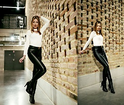 Porcelanna - Zaful Choker Sweater, Calzedonia Leggins, Louis Vuitton Belt, Buffalo Ankle Boots - Minimal