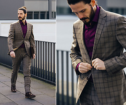 Maik - Becon Berlin Suit, Becon Berlin Shirt, G Star Raw Boots - Not just a grey suit