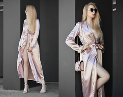 Milady Sandy - Rosewholesale Satin Coat, Rosewholesale Bag With Chains, Rosewholesale Velvet Sandals - Pink Lady.