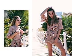 Mariana Galhardas - Zaful Jumpsuit, Ray Ban Sunnies - Floral Party
