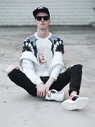 Chaby H. - Saint Osa Printed T Shirt, Adidas Sneakers, Giorgio Armani Sunglasses - Just in case