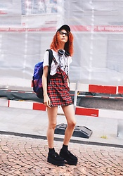 Gina Vadana - Spiral Backpack, Tuk Creepers, Frends Headphones - I won't stop living my life the way I want