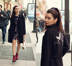 Anastassia Kalistova - Mohito Coat, Mohito Dress With Flowers, H&M Boots, Pinko Printed Canvas Shoulder Bag - True street... fashion