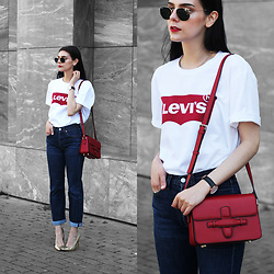 CLAUDIA Holynights - Levi's® Tee, Vipme Red Bag, Levi's® 501 Jeans, Public Desire Gold Shoes - Jeans and a tee